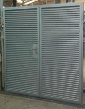 Door to waste material rooms / dustbins
