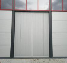 Swing steel gate with thermal separation